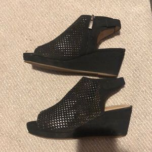 Vince Camuto, size 4 wedge